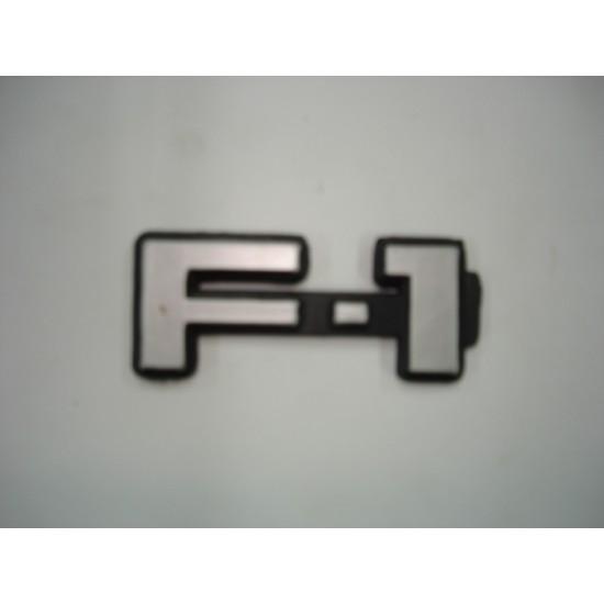 Emblema F-1 Plástico